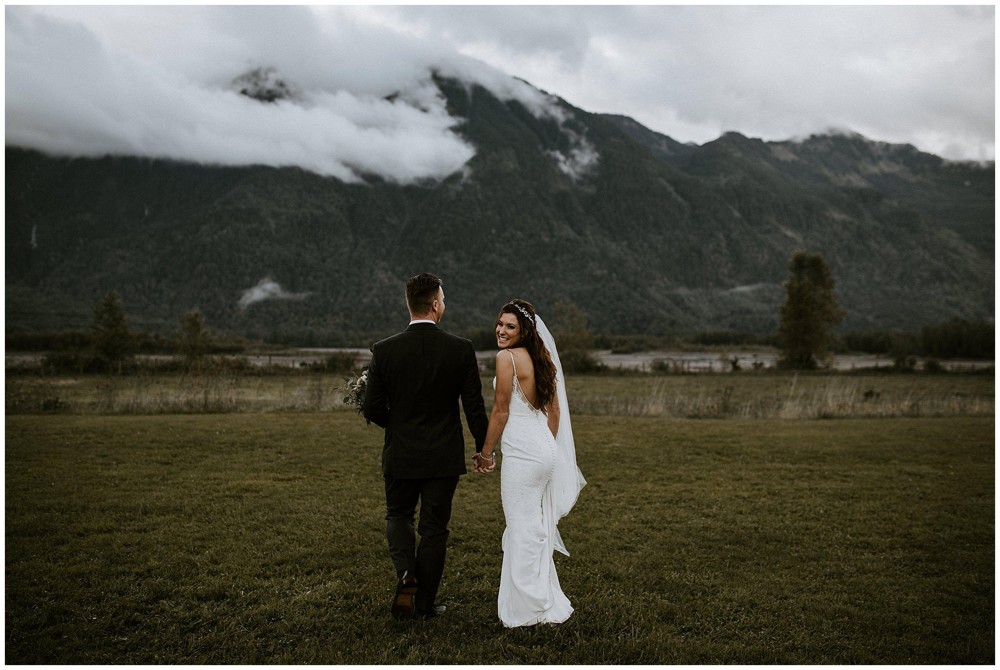 fall-wedding-fraser-river-lodge-078.JPG