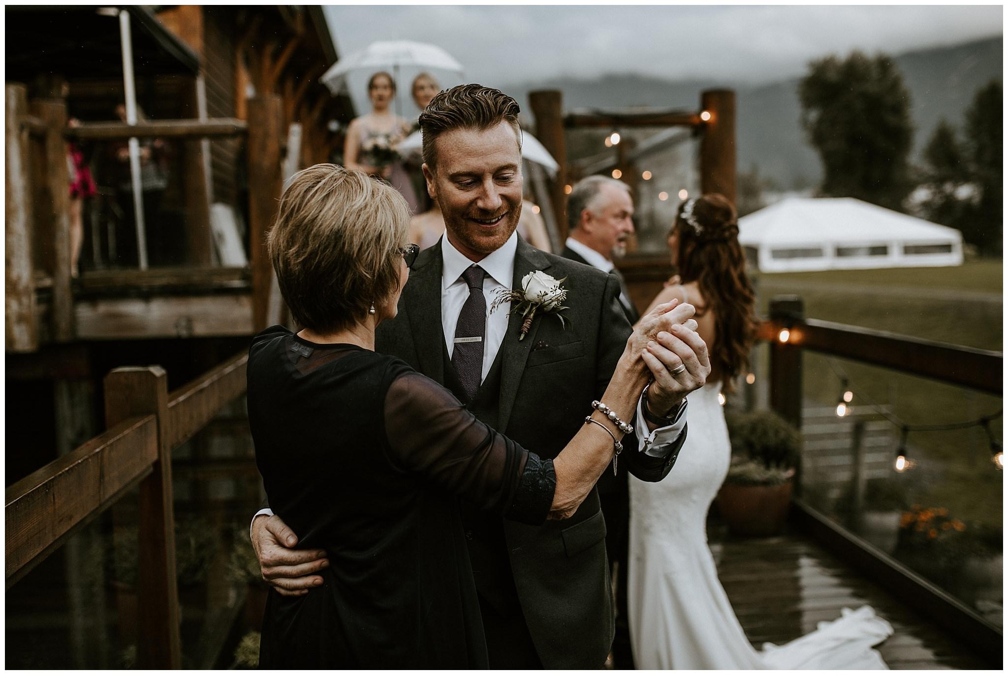 fall-wedding-fraser-river-lodge-095.JPG