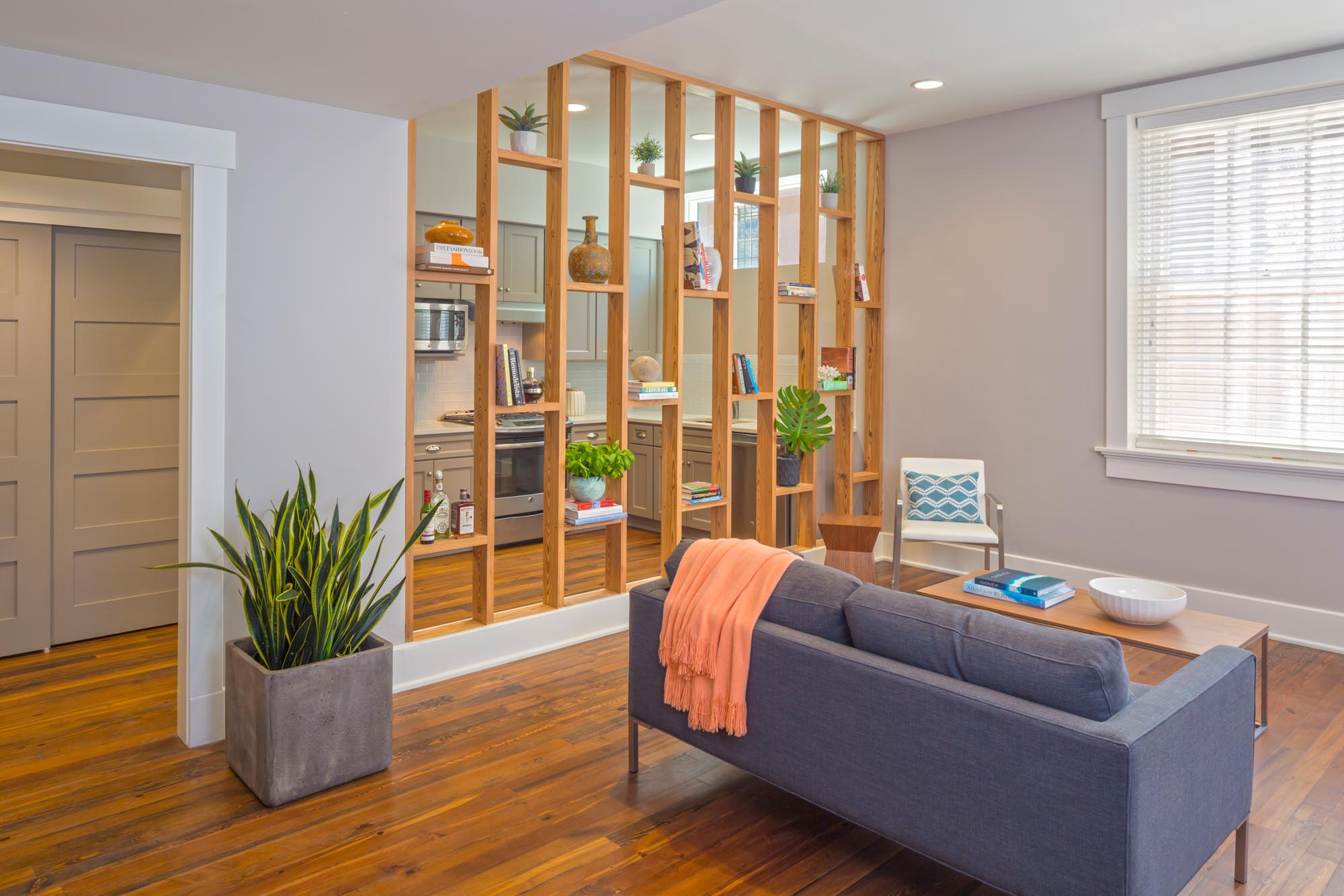 LoUISIANA AVE STAGING -