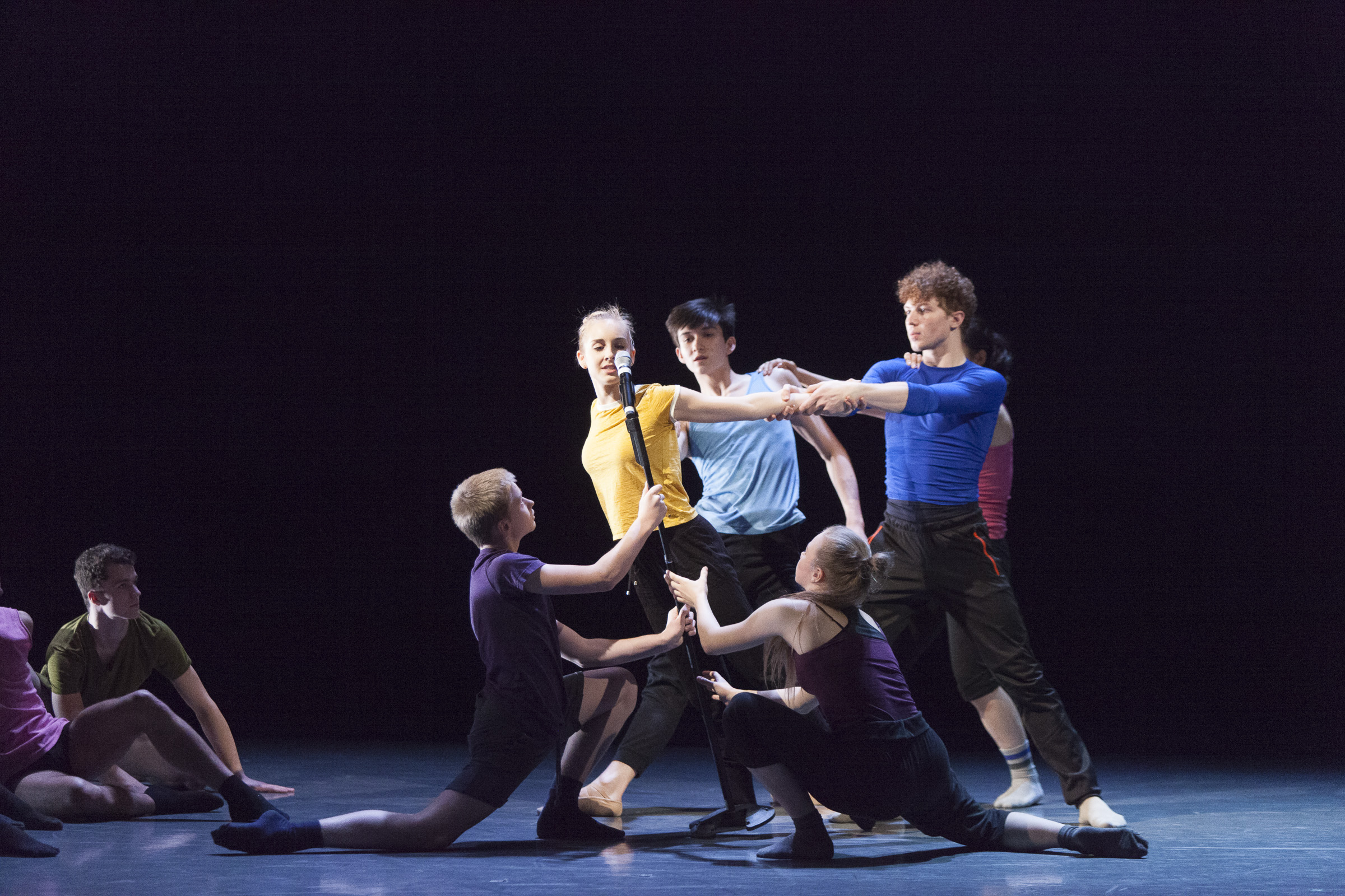 Ethan Chudnow (San Francisco Ballet School), Kolbie Edwards (Canada's Royal Winnipeg Ballet School), Ashton Gordon (NBS), Carl Becker (Palucca Hochschule für Tanz Dresden), Celine Wetzels (Codarts Rotterdam) and Sasha Chernjavsky (Houston Ballet Academy) in  I Wonder -  AI17 - Canada's National Ballet School. Photo by  Aleksandar Antonijevic