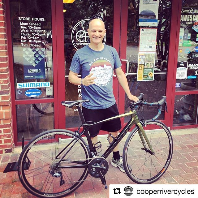Looking good @orelvysnieves! . @cooperrivercycles ・・・ Huge congrats to Orelvys on his new @giantbicycles TCR Advanced! The paint and attention to detail is awesome on this bike! Can't wait to see you racing on the new ride! #newbike #newbikeday #gianttcr #roadbike #supportyourlocalbikeshop #oceanicracing #congrats #ridelife #ridegiant #tcrtuesday