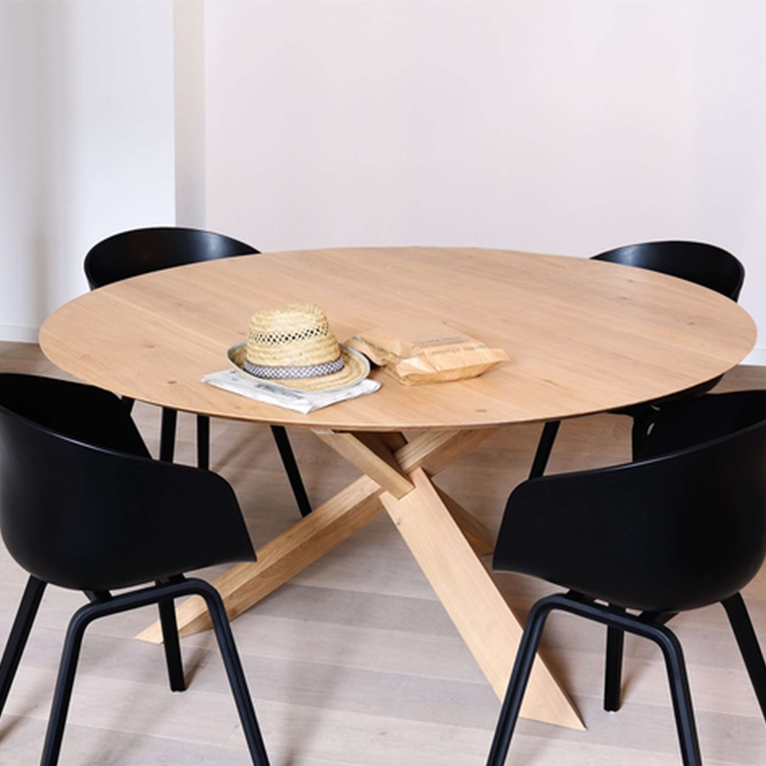50164-Oak-Circle-dining-table-3.jpg.png