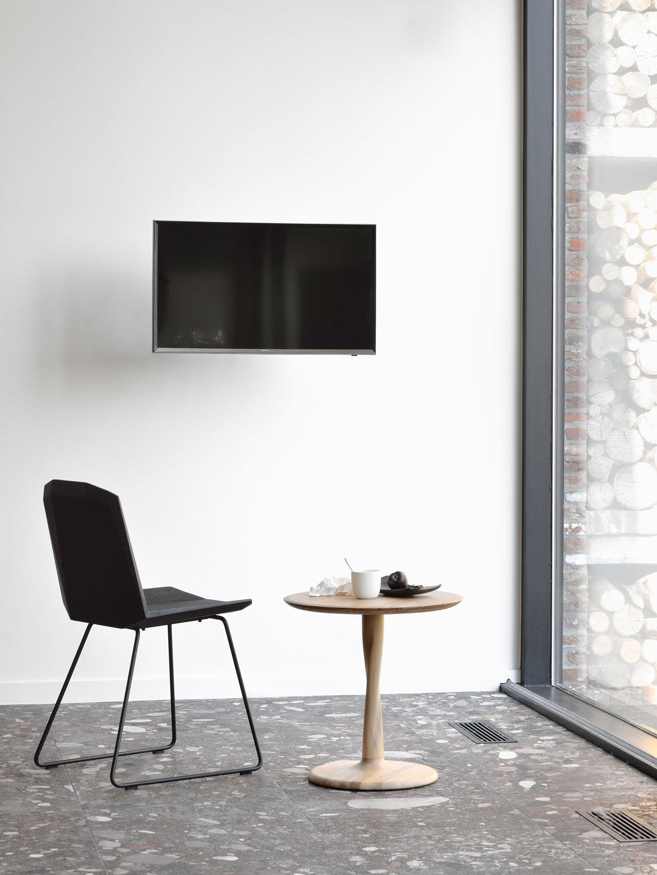 50662-oak-black-Facette-chair-50020-oak-Torsion-side-table-1.jpg