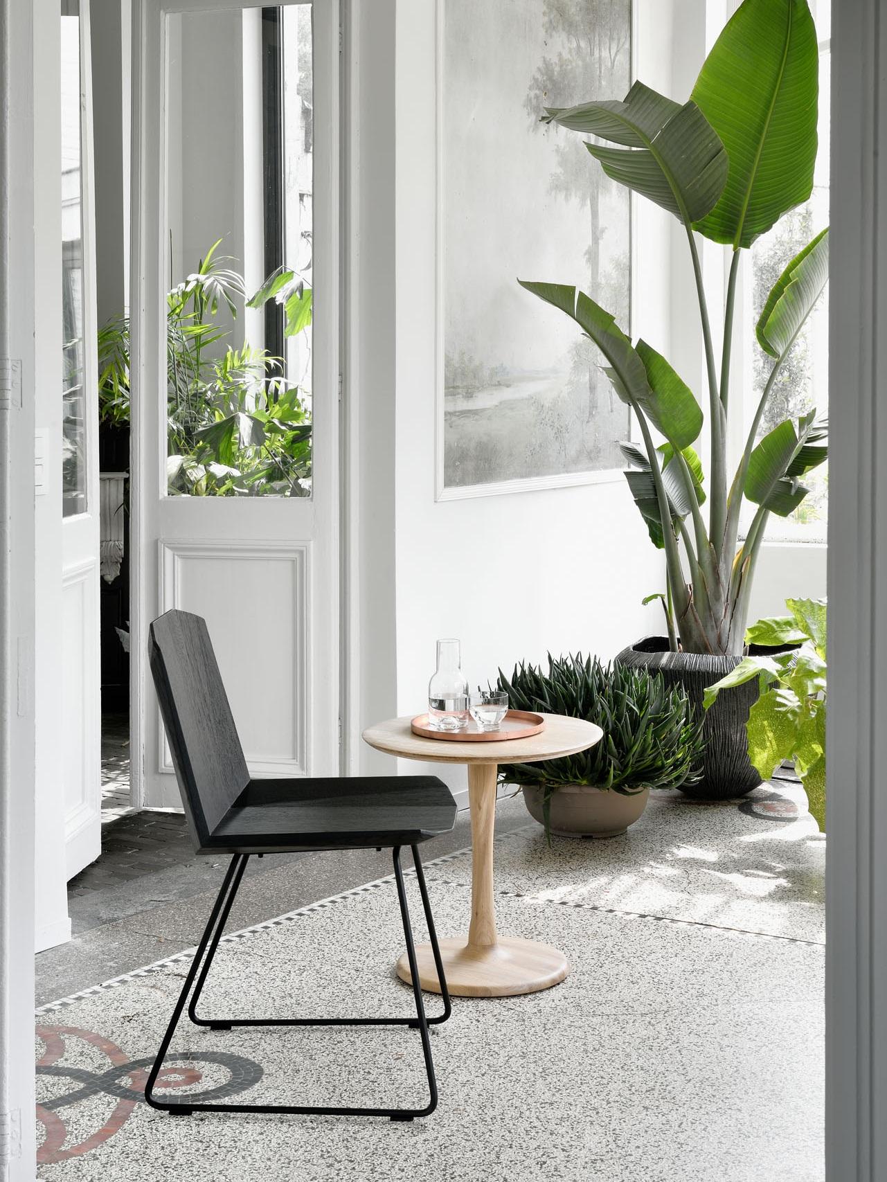 50662-oak-black-Facette-chair-50020-oak-Torsion-side-table-2.jpg
