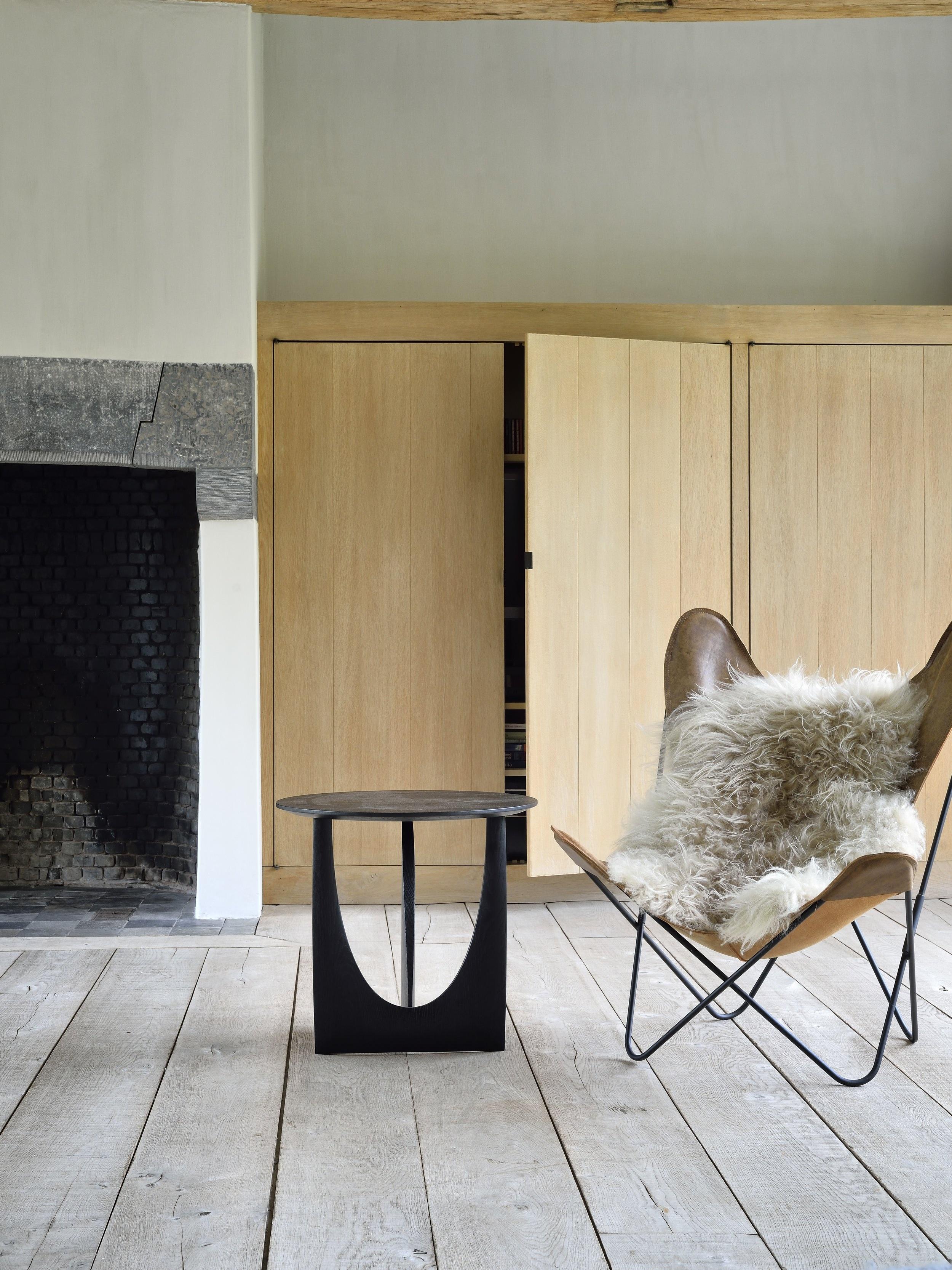 50536-Geometric-side-table-oak-black-3.jpg