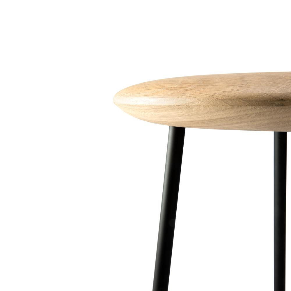 TGE-050154-Oak-Baretto-bar-stool-black-46x46x76_detail.jpg