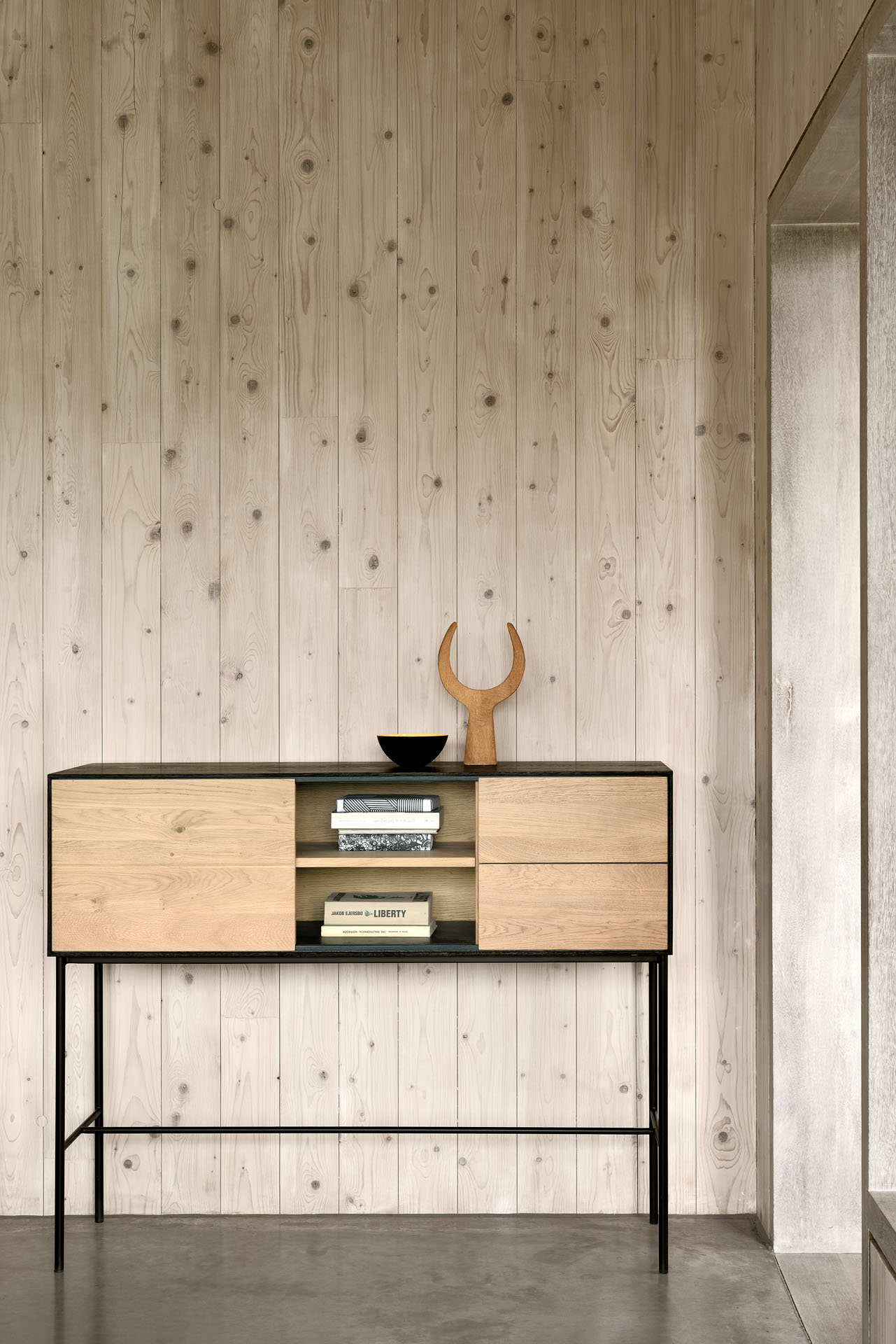 51480-Oak-Blackbird-console-high-1.jpg