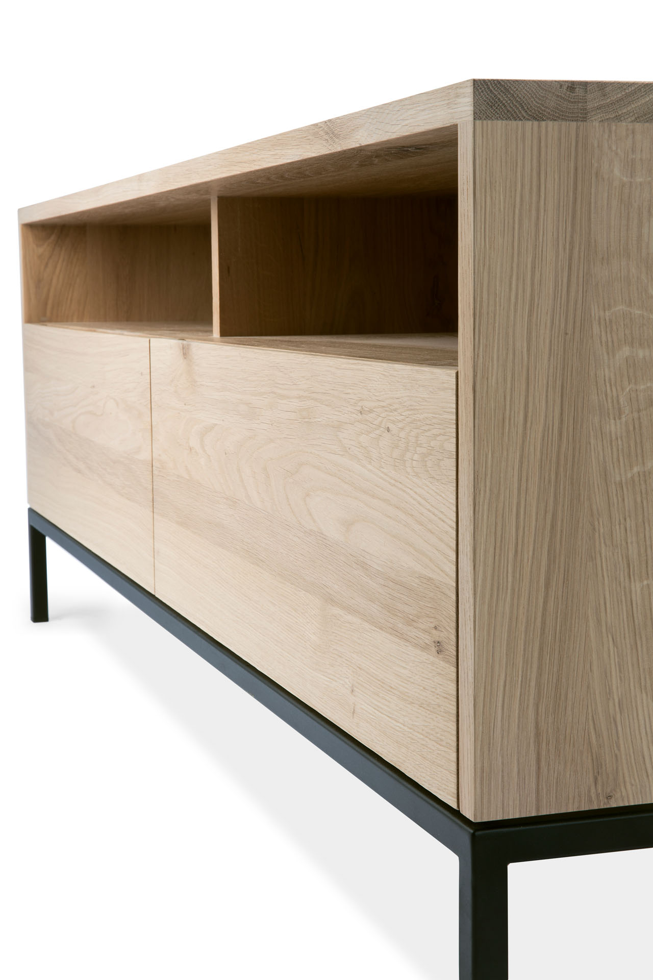 TGE-051118-Oak-Ligna-TV-cupboard-2-drawers-black-metal-legs-140x45x51_det.jpg