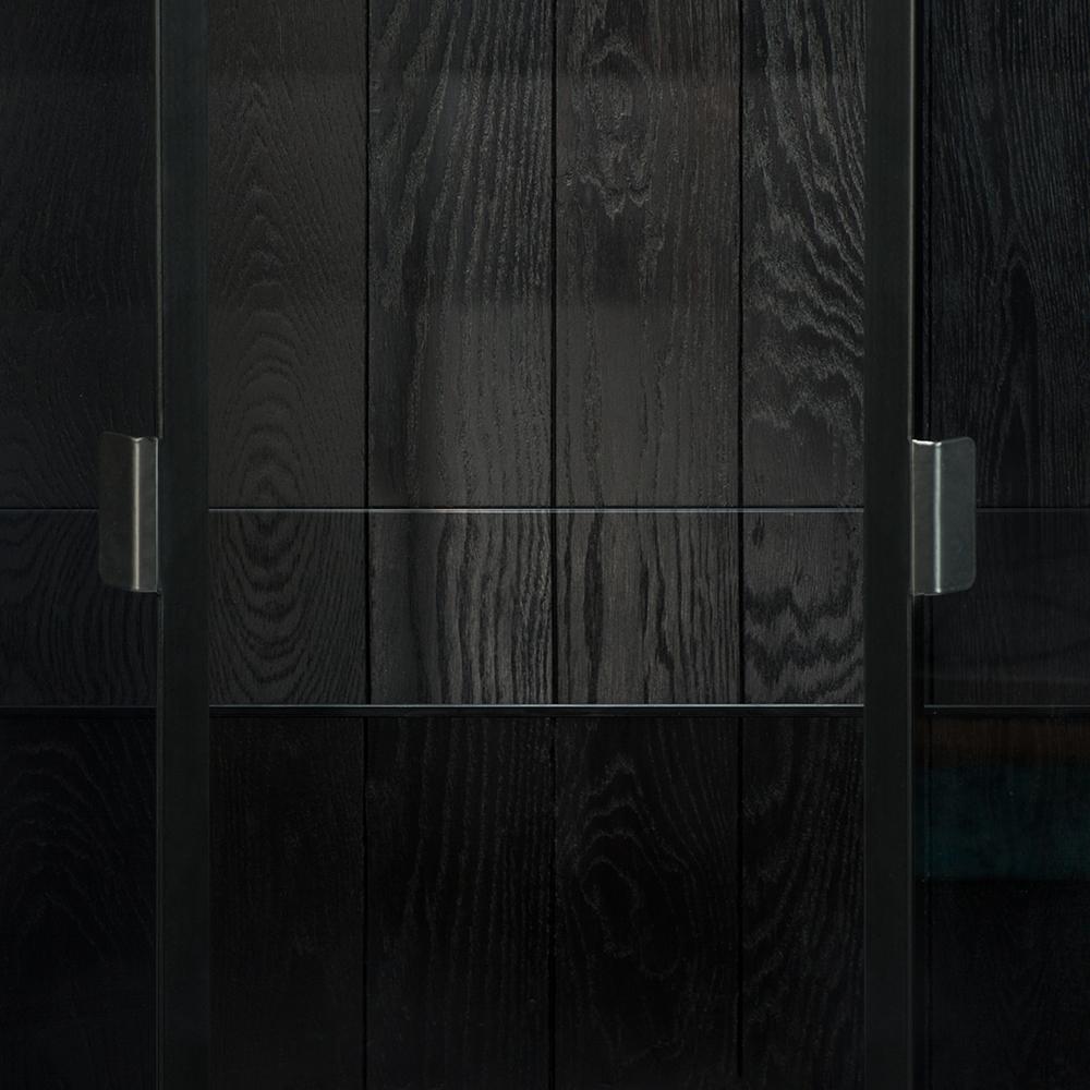TGE-060071-Ethnicraft-Anders-cupboard-2-opening-doors-87x45x180_det2.jpg