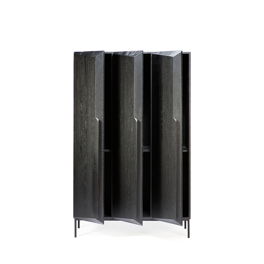 TGE-050435-Oak-Stairs-cupboard-3-doors-black-124x51x198_op.jpg