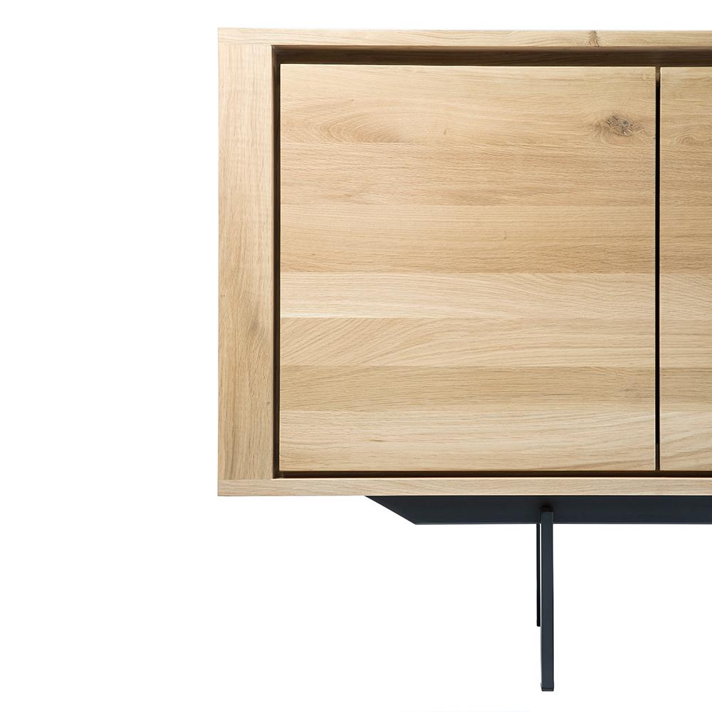 TGE-051386-Oak-Shadow-sideboard-3-opening-doors-3-drawers-black-metal-legs-224x45x80_det2.jpg