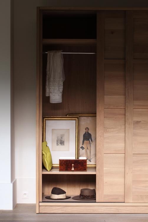 51197-Oak-KDS-dresser-detail.jpg
