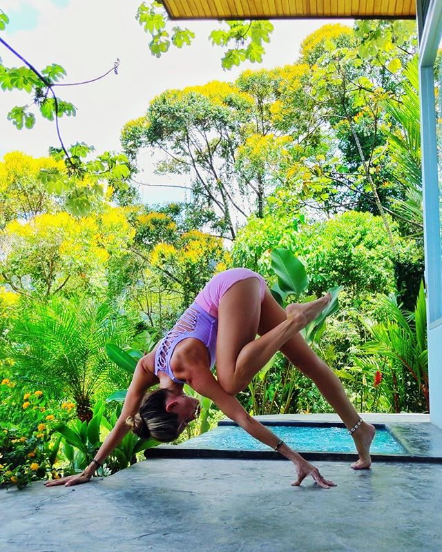 Impermanence is not something to be afraid of. It's the evolution, a never-ending horizon. 💛💫 Wearing @aloyoga #aloyoga #yoga #costarica #travel