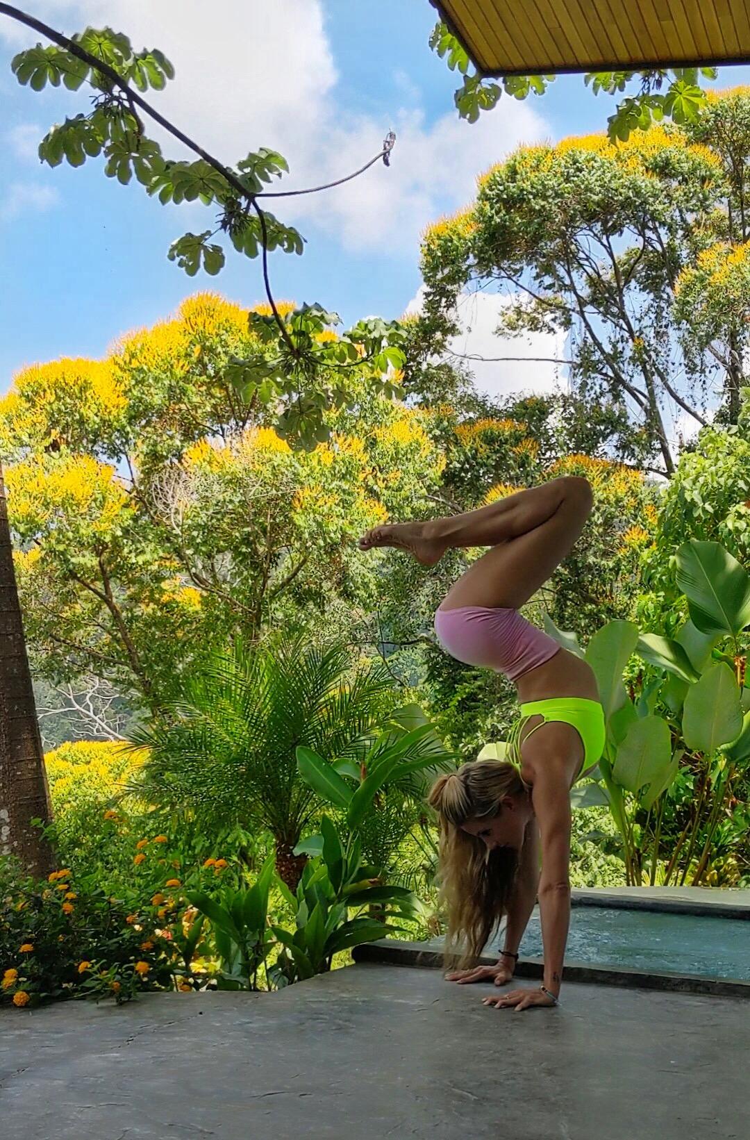 Yoga Pose Costa Rica: Vista Celestial