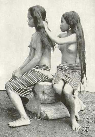 Ifugao women in  National Geographic  1910-1913