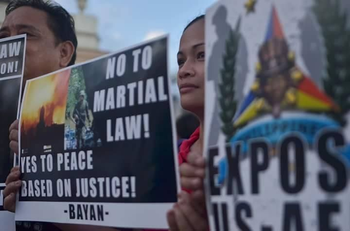Protesters with BAYAN, the New Patriotic Alliance, denounce the martial law declaration in Mindanao / Photo: Carlo Manalansan,teleSUR