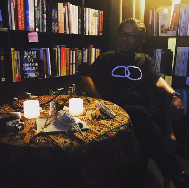 Allan Manalo at a #HelloMumu story session, source:  Susmaryosep & Co.