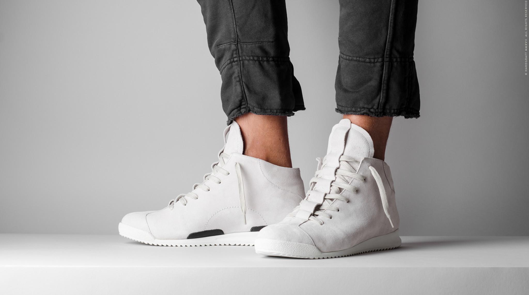 sneakerghost-04.jpg