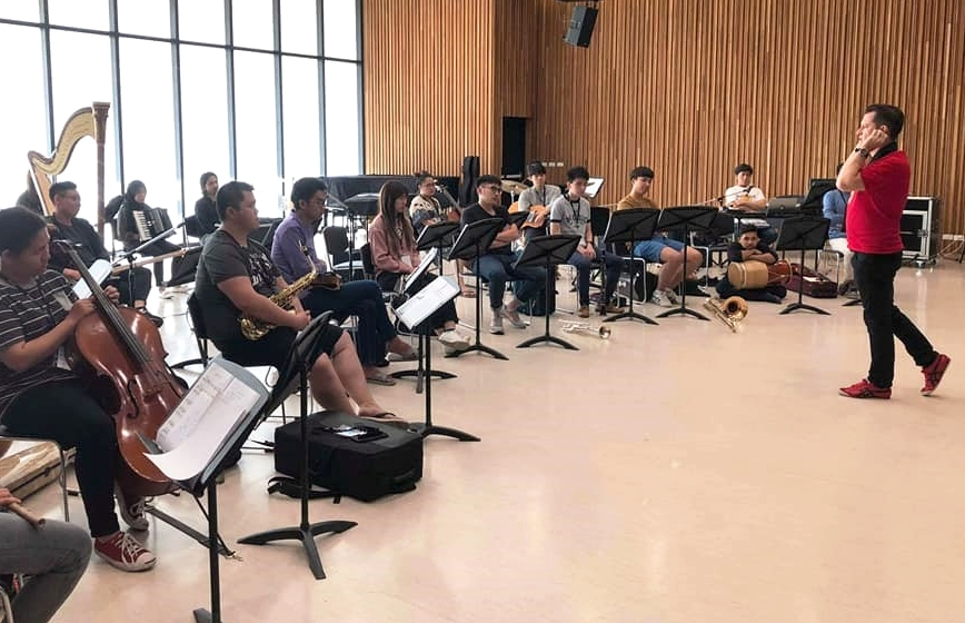 Above: A Sound Painting rehearsal at Mahidol College of Music led by Dr. Tim O'Dwyer
