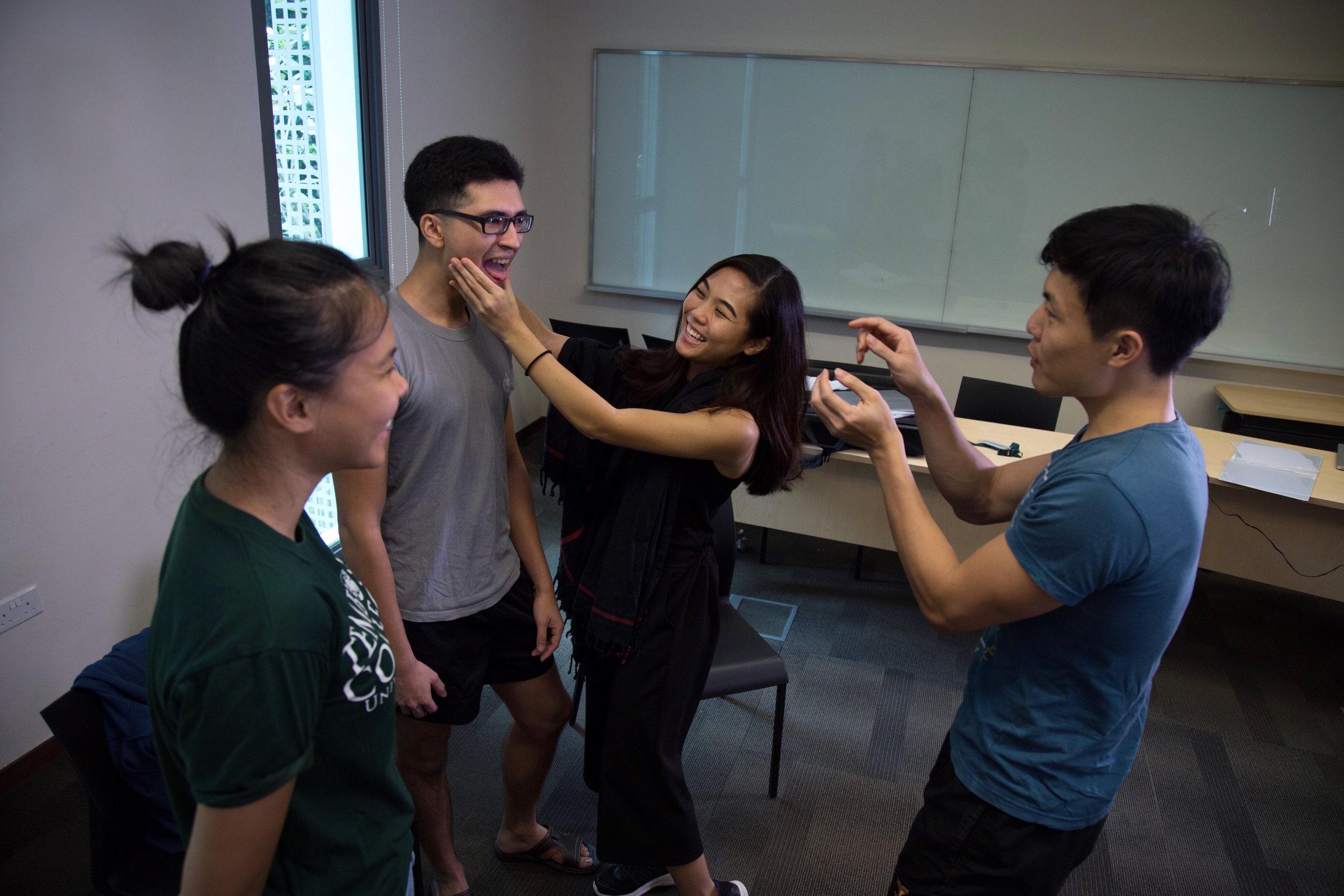 Jingyun teaches a vocal workshop with NUS students.