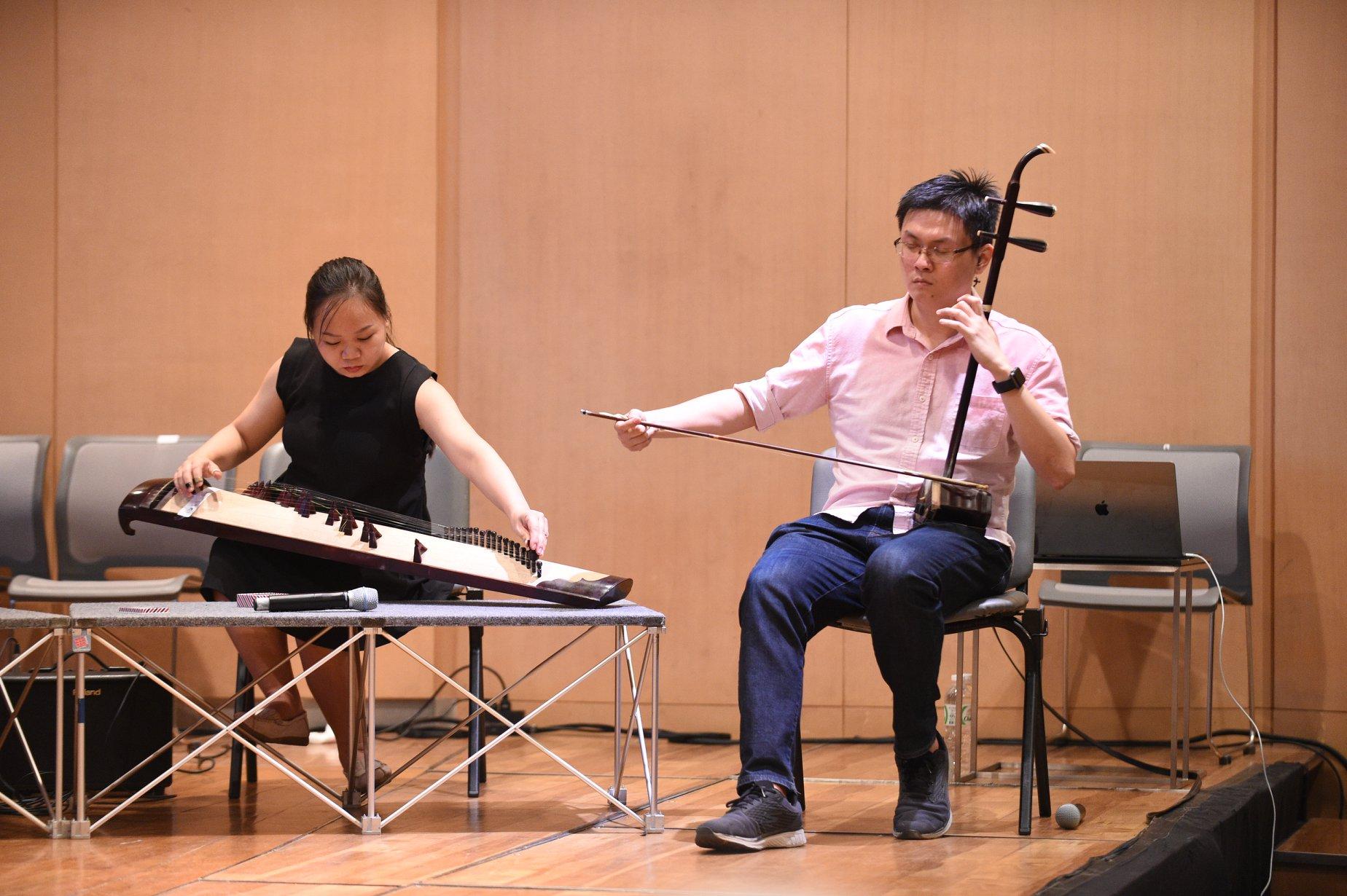 Jun Yan playing in a workshop.