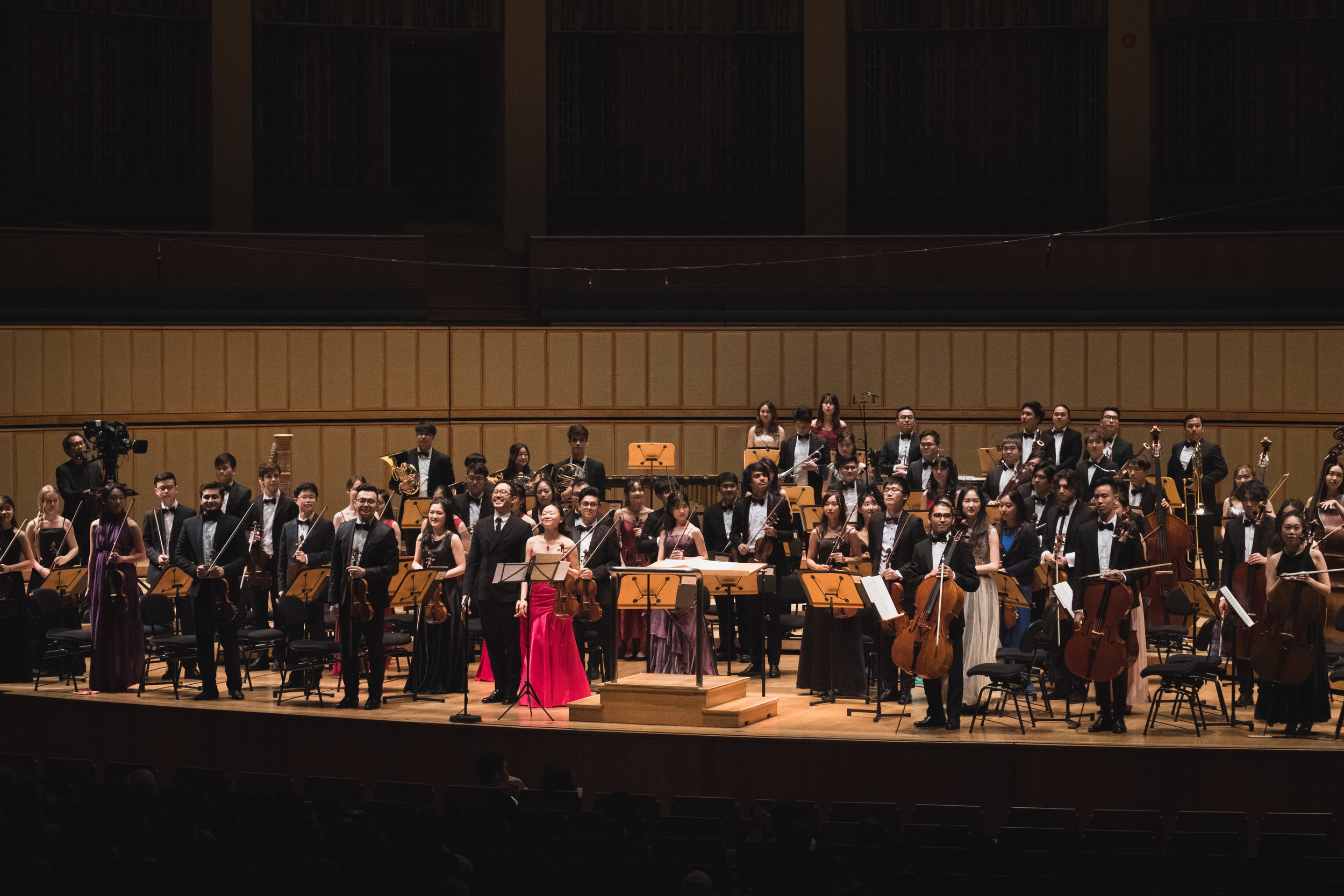 The Conservatory Orchestra, together with soloist Prof Qian Zhou, giving a bow after a performance of Walton's virtuosic Violin Concerto.