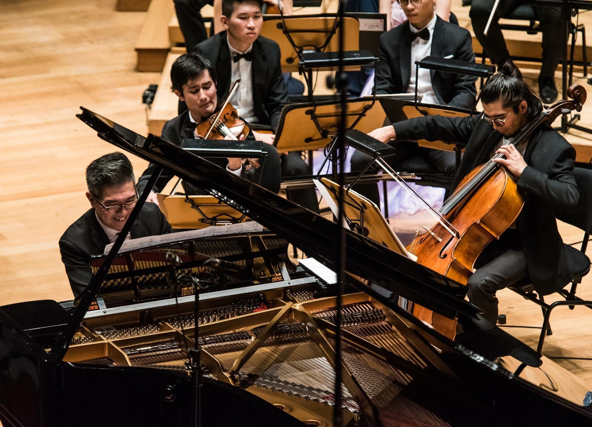 Jamshid with Assoc Prof Albert Tiu (at piano) in a 2018 performance of Tchaikovsky's Piano Concerto No. 2.