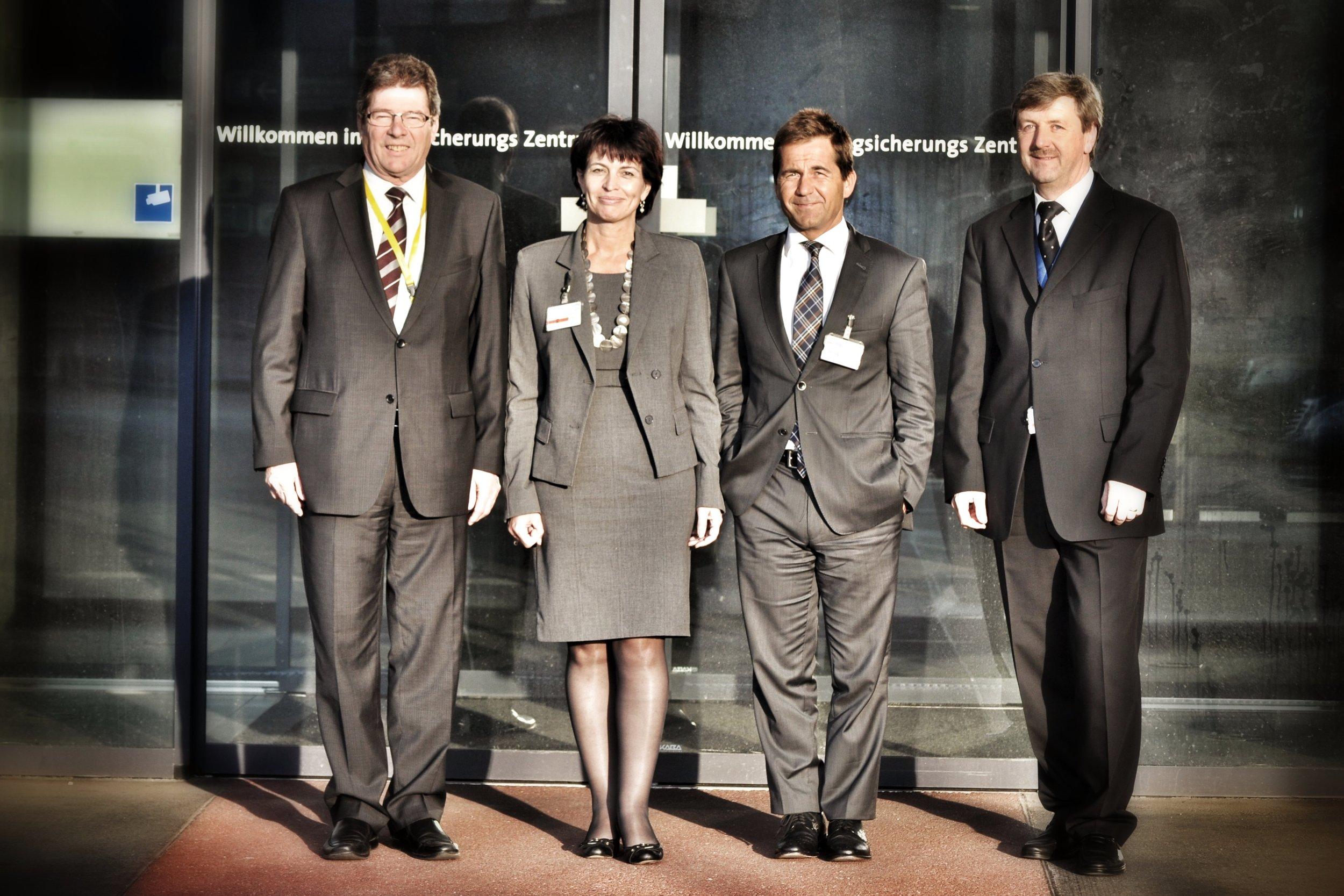 Gruppenfoto Eingang ANZ.JPG