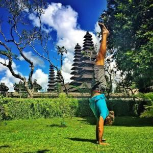 Derek Loudermilk handstand Bali