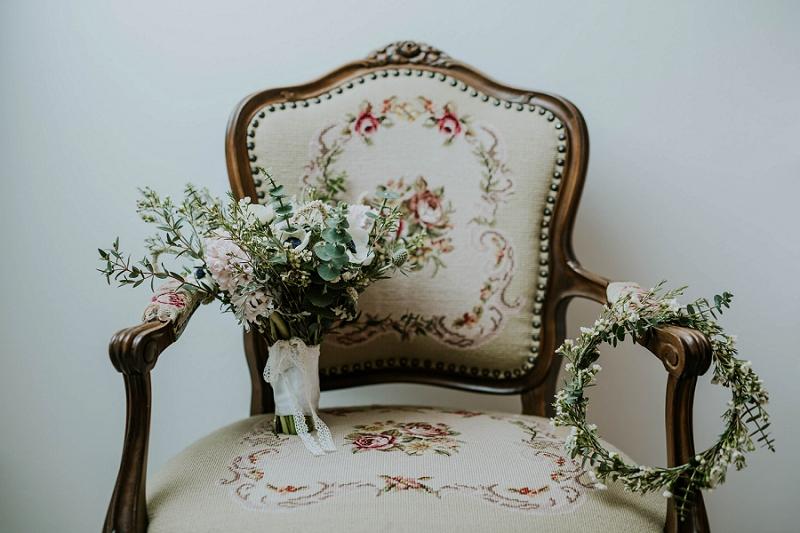 winter-bridal-bouquet-flower-crown