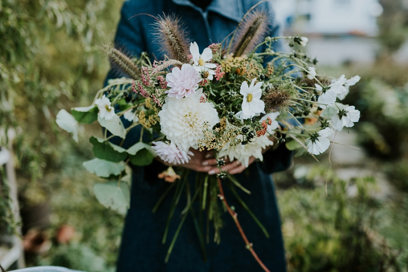 making-autumn-bridal-bouquet