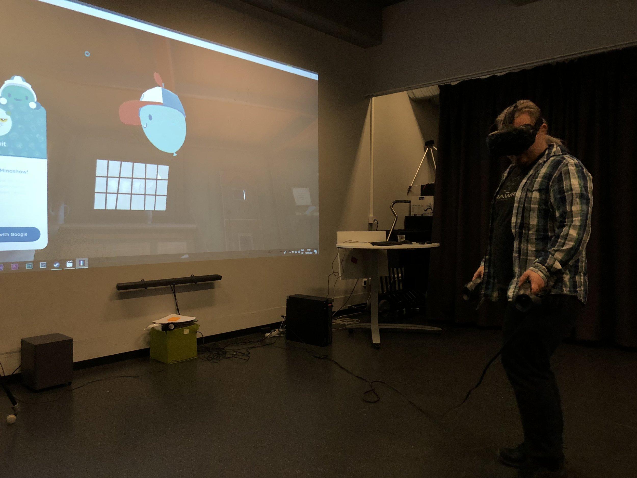 Bjørn Gisvold is demonstrating Mindshow