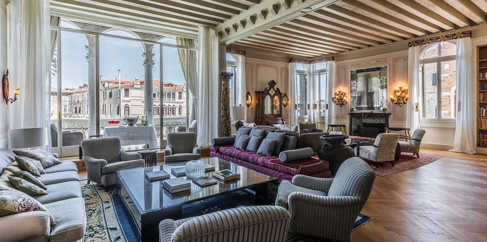 Hotels & Accommodation - Whether you are looking to rent a fabulous private Palazzo on the Grand Canal or a luxurious hotel room, you can count on us to find exactly what you need for the occasion.