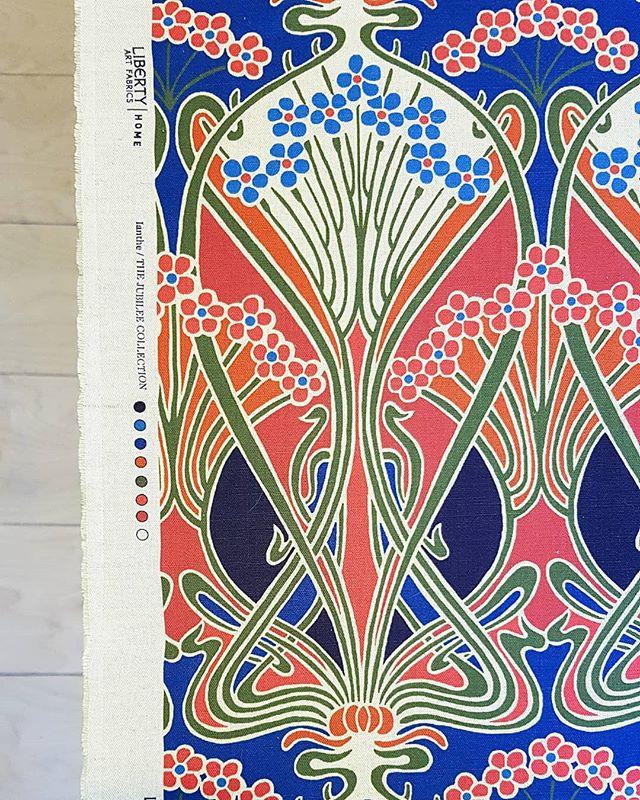 Lovely #libertyfabric on the table today. . . . . . . . . . . . . #themoderndraper #bespoke #handsewn #romanblinds #roman #blinds #madetomeasure #curtains #makersmovement #handcrafted #handmade #interiors #womeninbusiness #nunhead #SE15 #peckham #liberty @libertylondon #deco #1920s #artdeco #smallbusiness #colourlovers