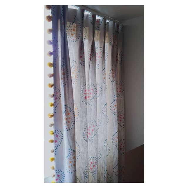 Another of last week's installations*; another @susiewatsondesigns curtain (double pleat). Seriously, I'm working with Susie Watson fabric so much right now, although I feel that the minute I send a list of suggested fabrics over to a customer her designs win a heck of a lot of the time. Their schemes just seem to tap into something that people lurrve. Gotta thank @troynorth_ltd for those exquisite matching pompoms, they are the trimming wizards. . *Darn this glorious bright sunny weather and long days we are having, they are ruining all my curtain shots - can we have some like, gloom and rain again please? . . . I'm kidding. . . . . . . #themoderndraper #bespoke  #handsewn #romanblinds #madetomeasure #curtains #makersmovement #handcrafted #handmade #interiors #womeninbusiness #nunhead #SE15 #peckham #eastdulwich #susiewatson #susiewatsondesigns #pompoms #shabbychic #linen
