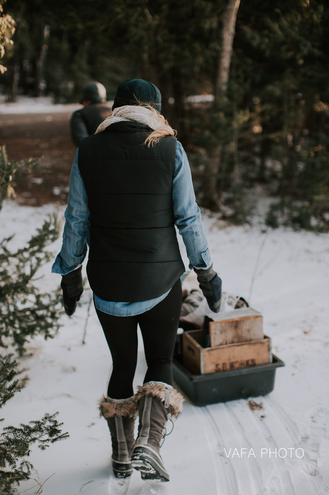 I had to include these images only for the PURE genius of these two. Our location required a long hike to and from the cars, so Nichole and Dan came prepared with supplies loaded up in a sled. I mean, c'mon, this is brilliant AND CUTE.