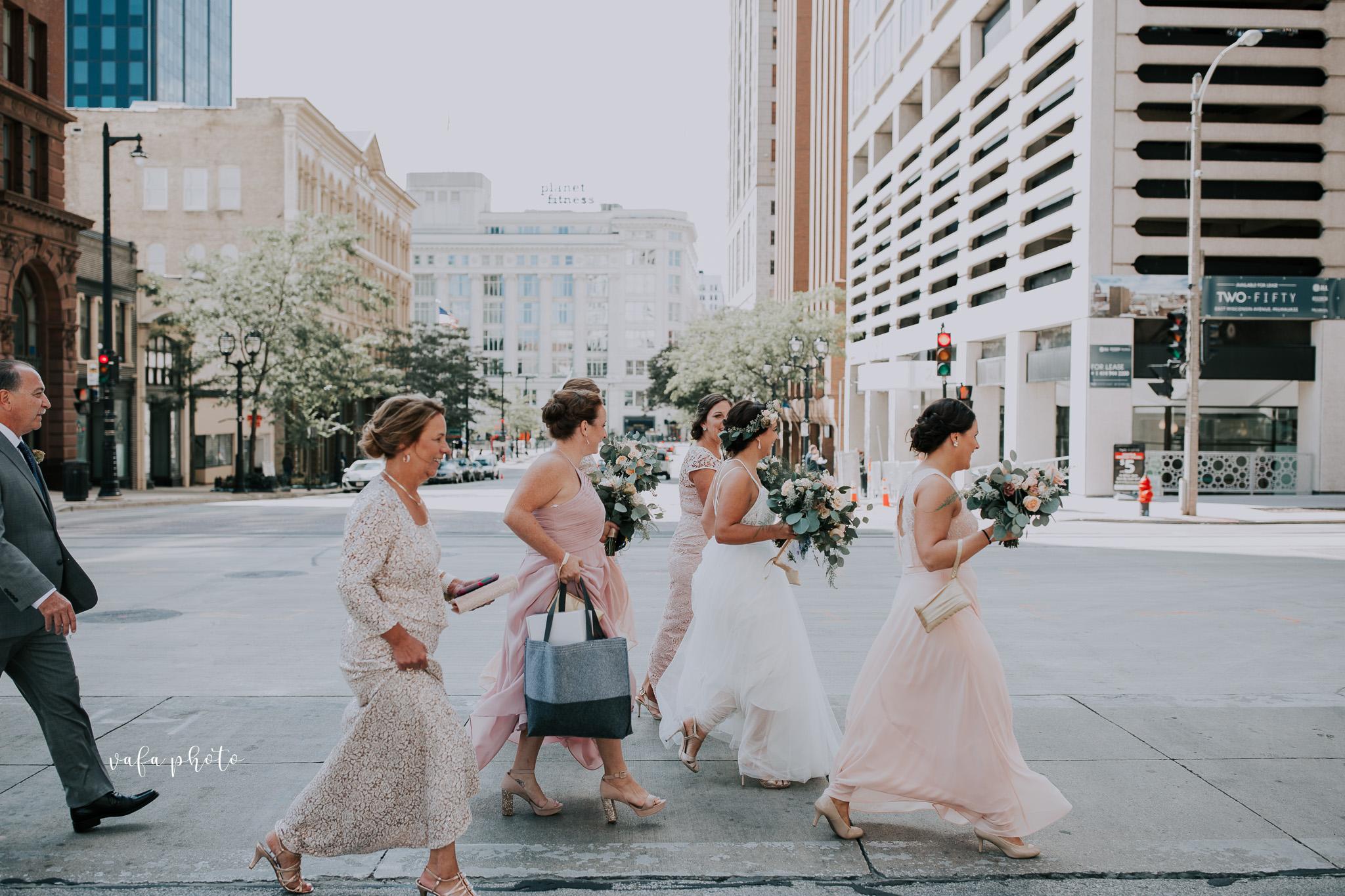 Milwaukee-Athletic-Club-Wedding-Amanda-Tony-Vafa-Photo-210.jpg