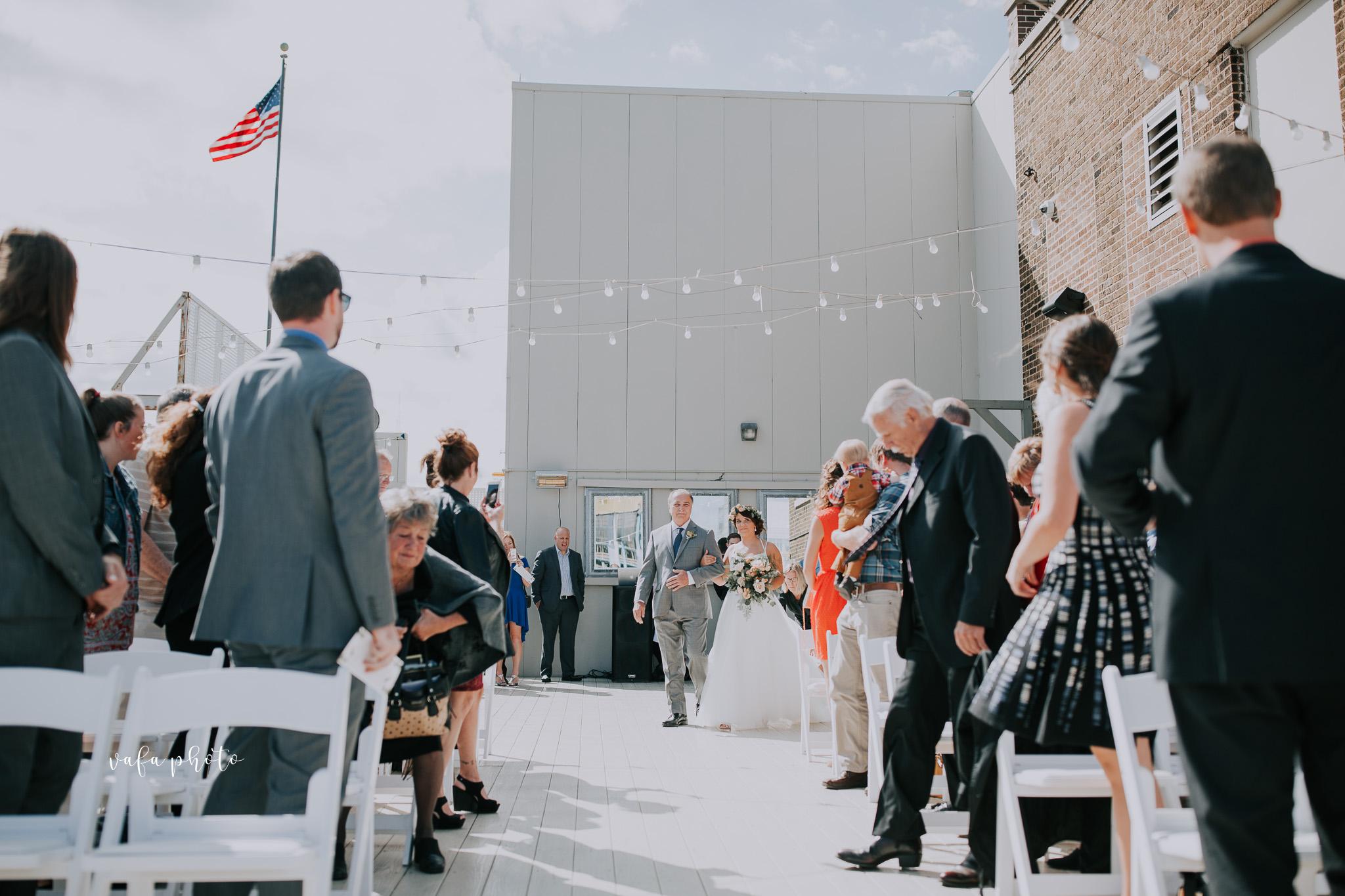 Milwaukee-Athletic-Club-Wedding-Amanda-Tony-Vafa-Photo-311.jpg