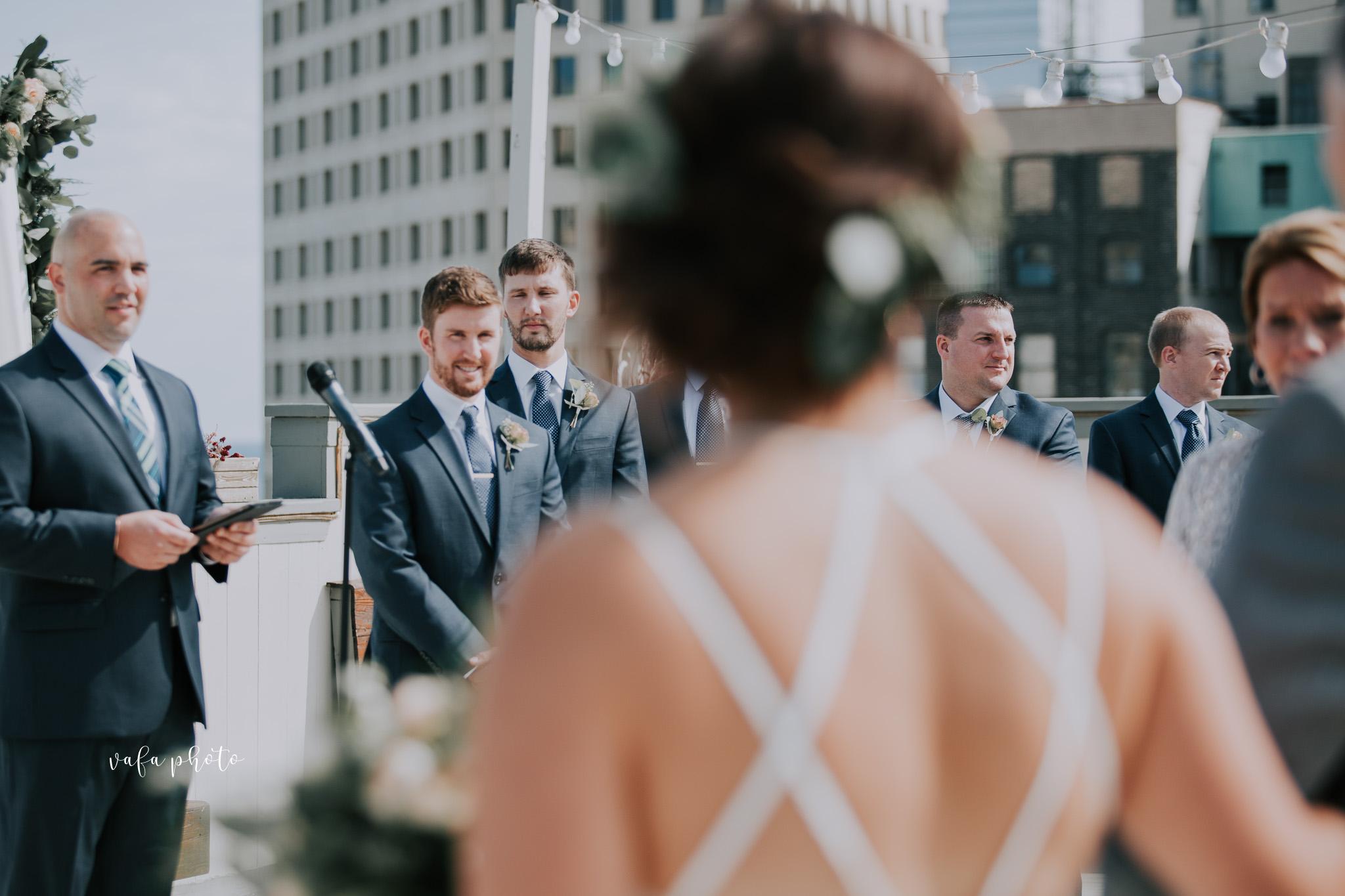 Milwaukee-Athletic-Club-Wedding-Amanda-Tony-Vafa-Photo-324.jpg