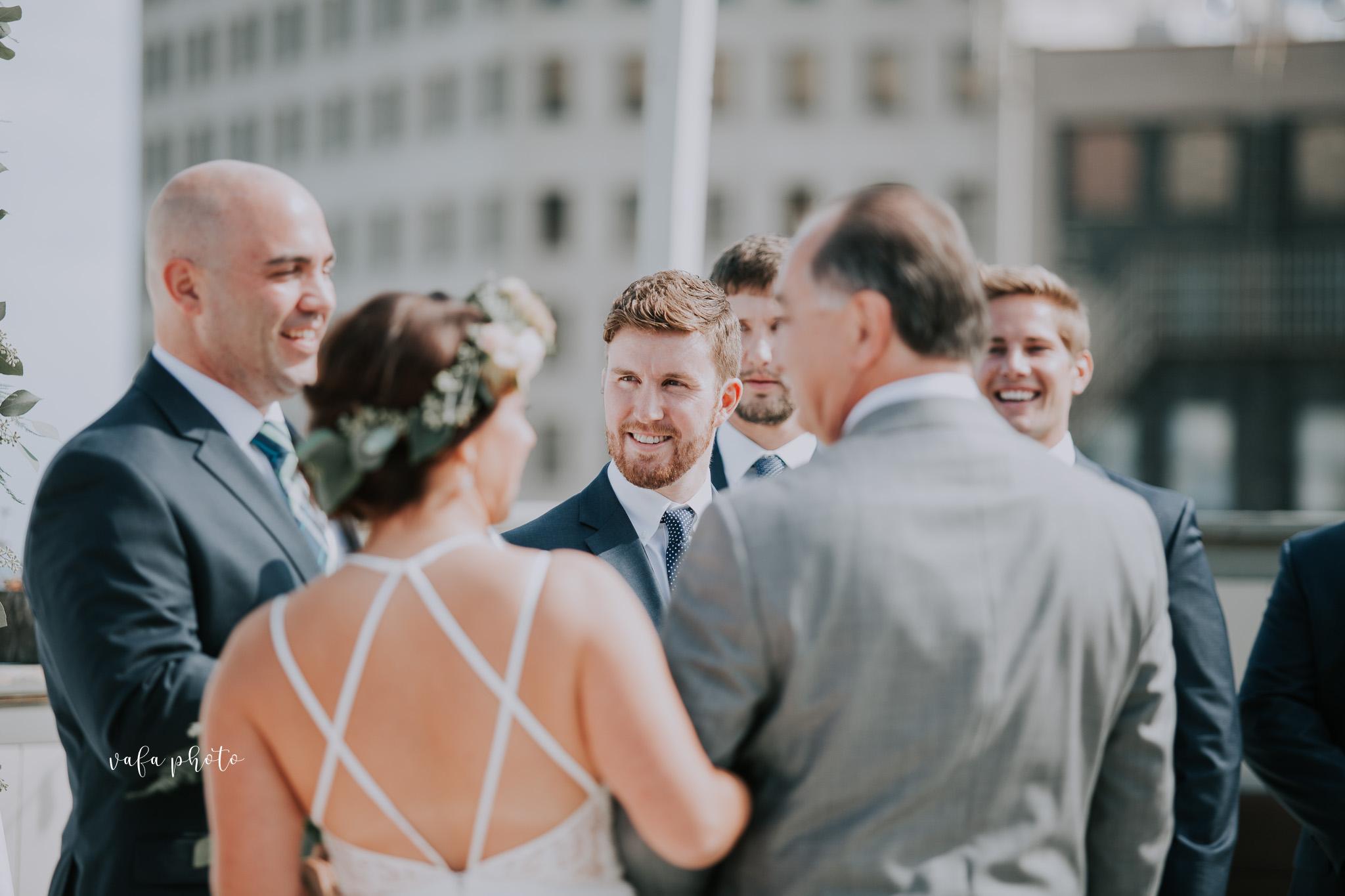 Milwaukee-Athletic-Club-Wedding-Amanda-Tony-Vafa-Photo-328.jpg