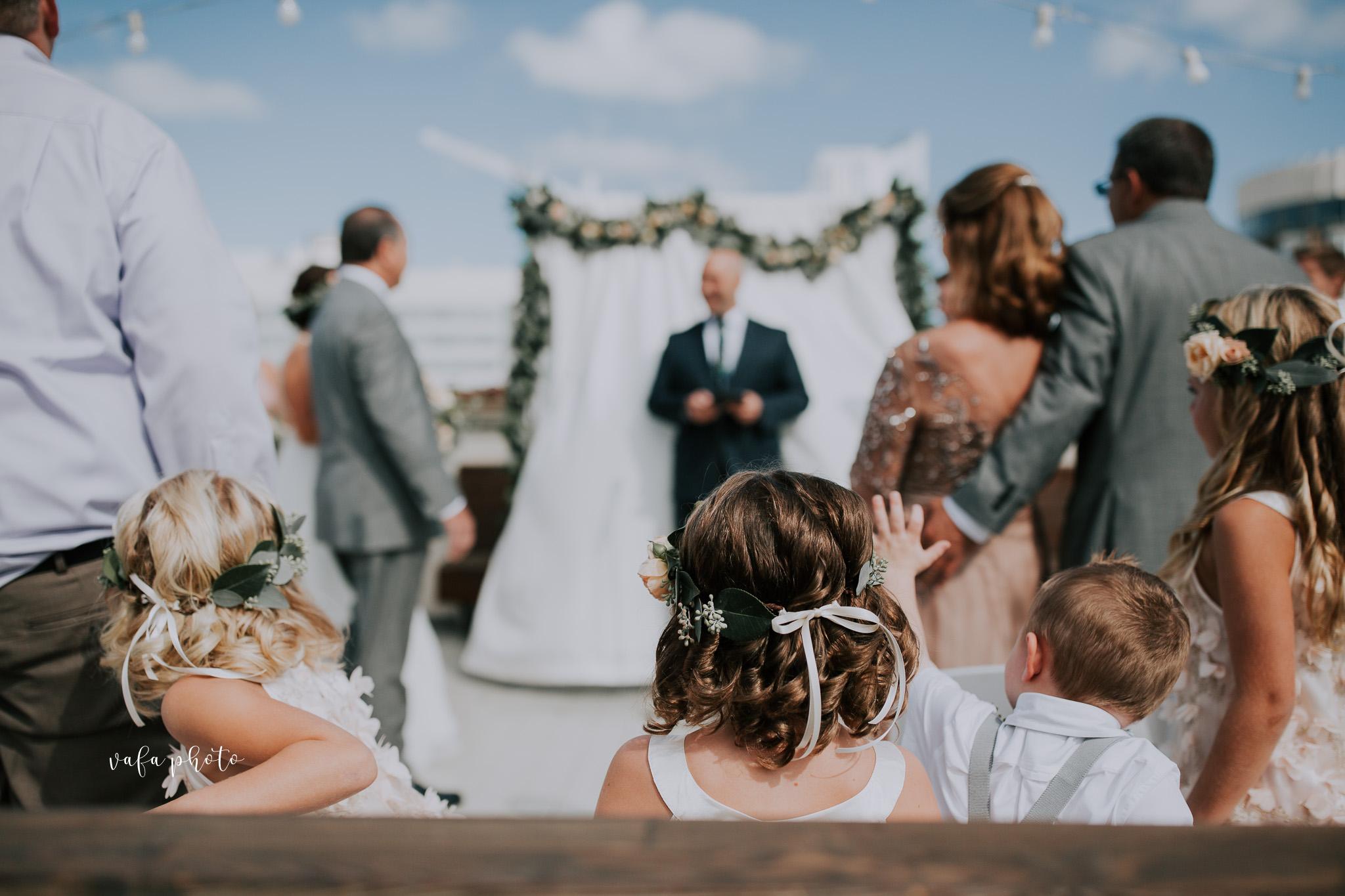 Milwaukee-Athletic-Club-Wedding-Amanda-Tony-Vafa-Photo-326.jpg