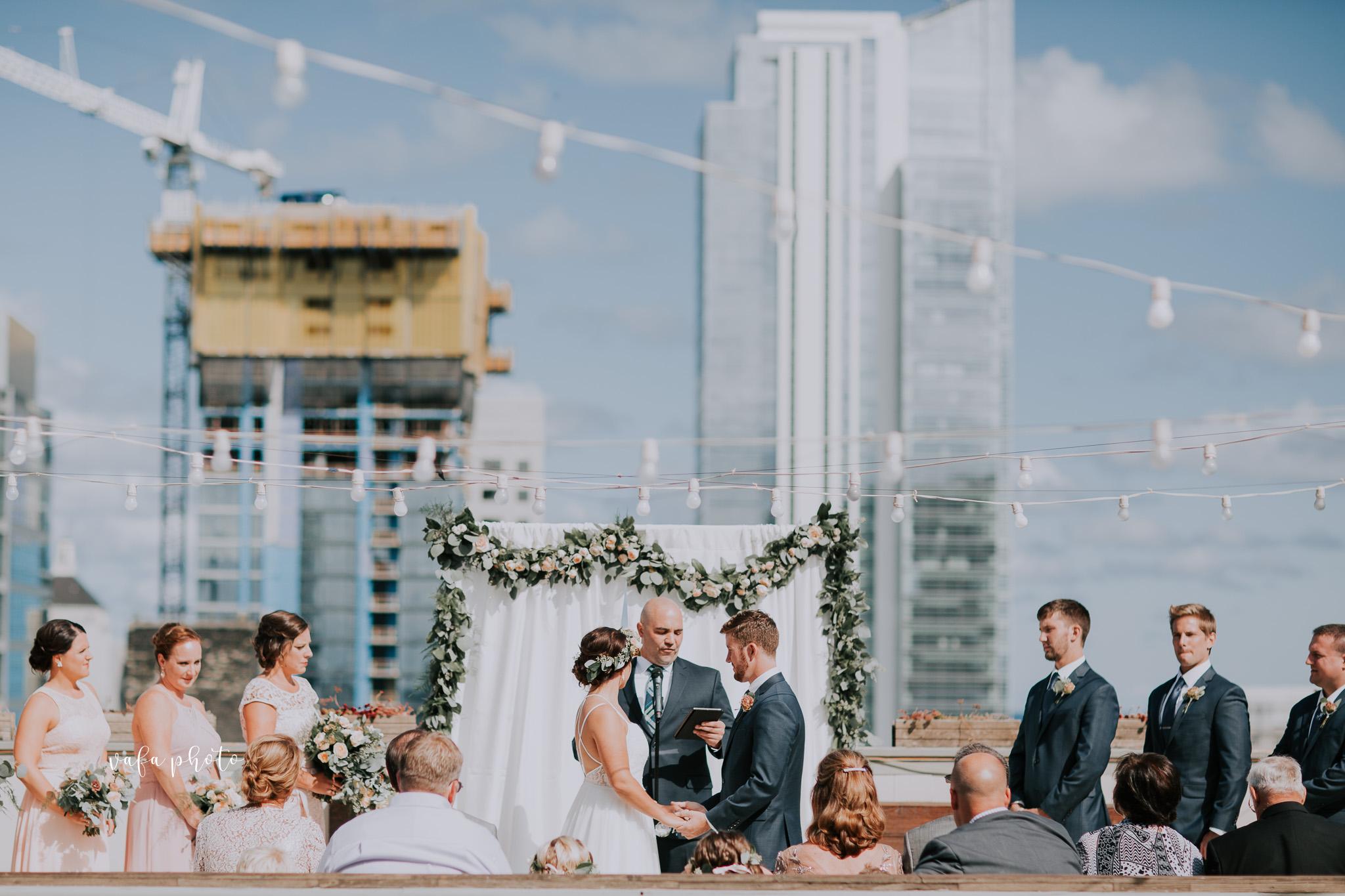 Milwaukee-Athletic-Club-Wedding-Amanda-Tony-Vafa-Photo-340.jpg