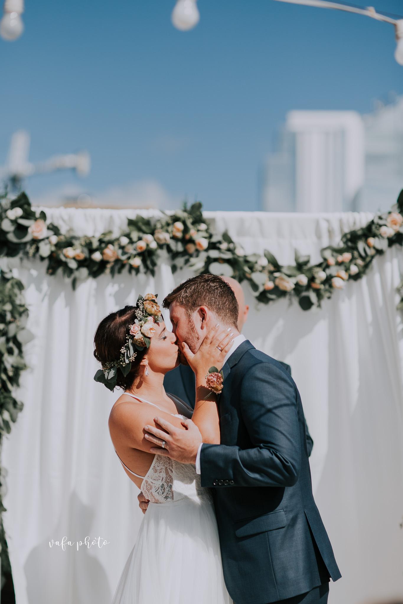 Milwaukee-Athletic-Club-Wedding-Amanda-Tony-Vafa-Photo-390.jpg