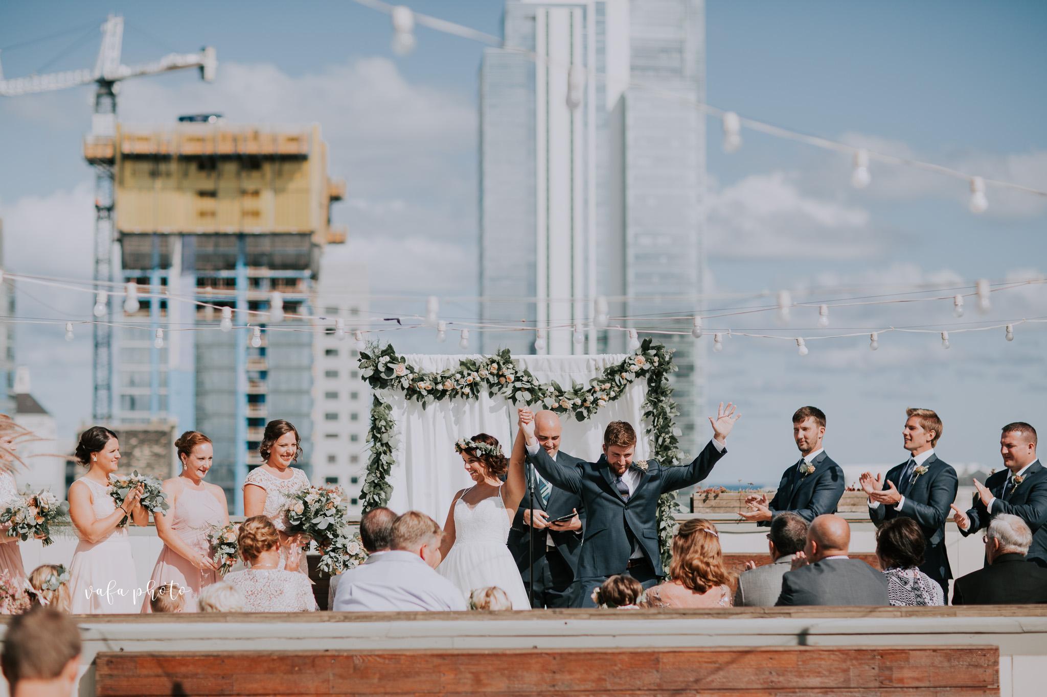 Milwaukee-Athletic-Club-Wedding-Amanda-Tony-Vafa-Photo-400.jpg