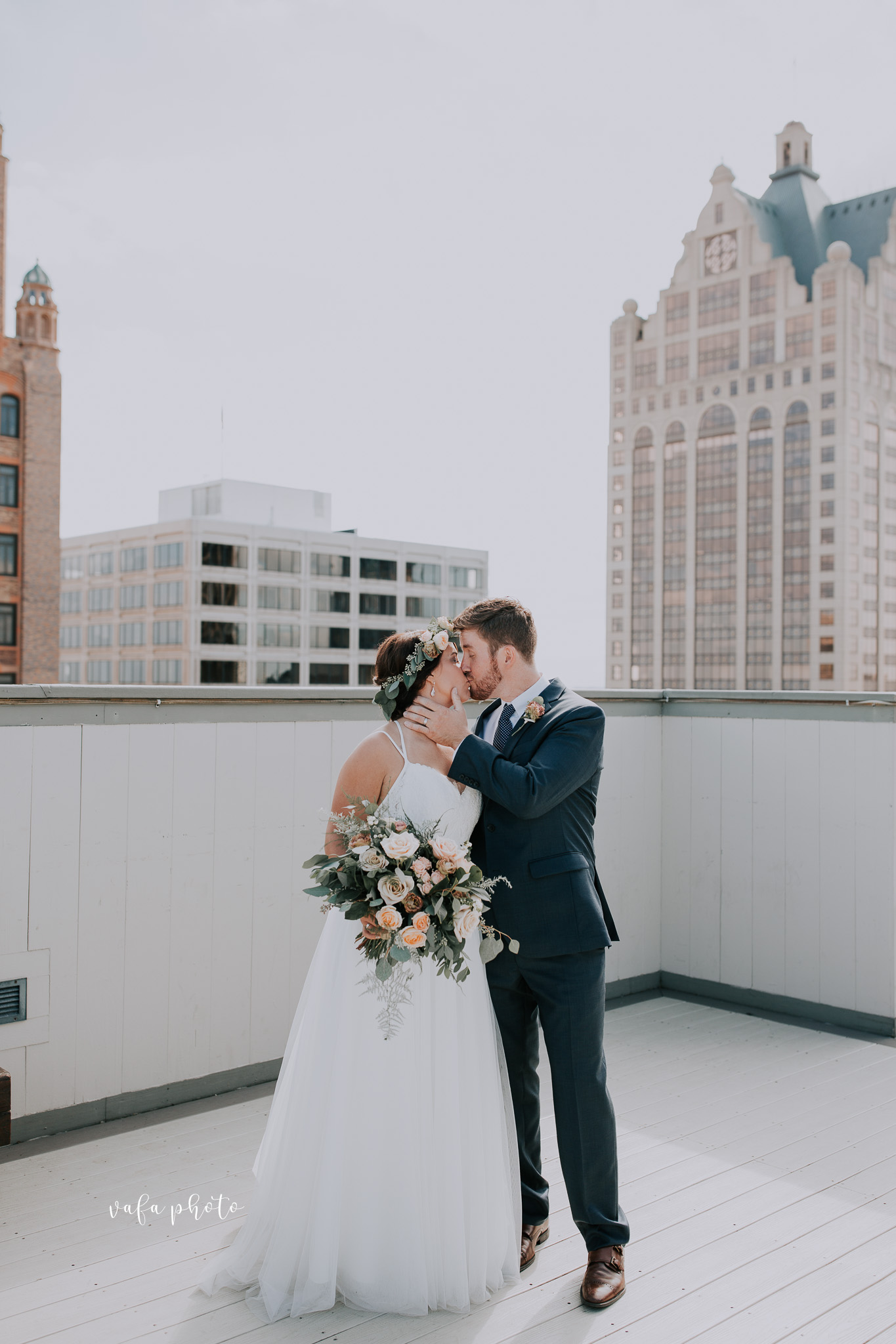 Milwaukee-Athletic-Club-Wedding-Amanda-Tony-Vafa-Photo-451.jpg