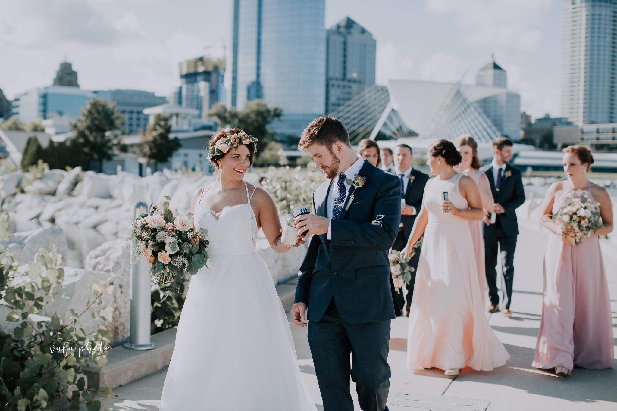 Milwaukee-Athletic-Club-Wedding-Amanda-Tony-Vafa-Photo-555.jpg