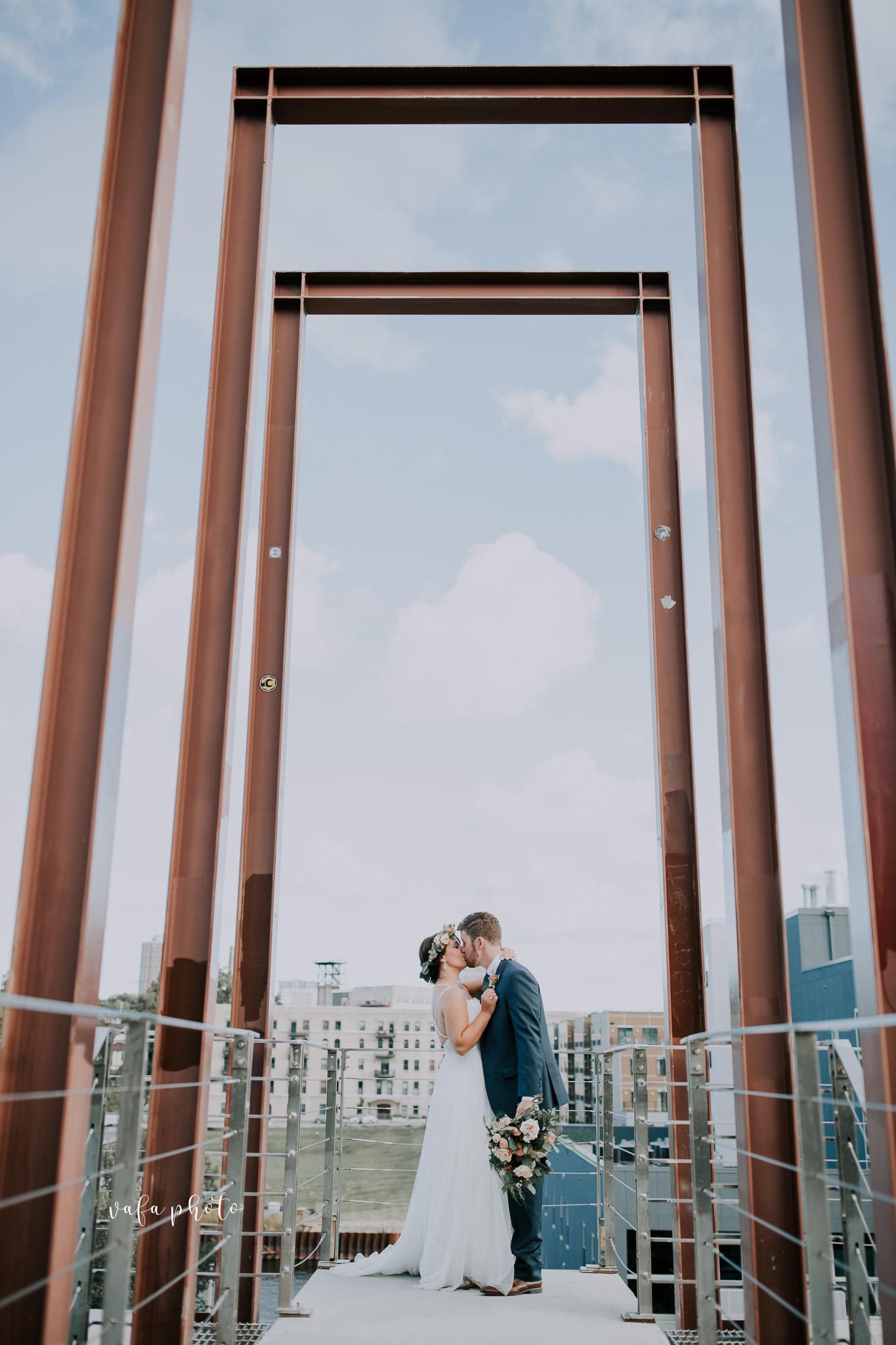 Milwaukee-Athletic-Club-Wedding-Amanda-Tony-Vafa-Photo-769.jpg