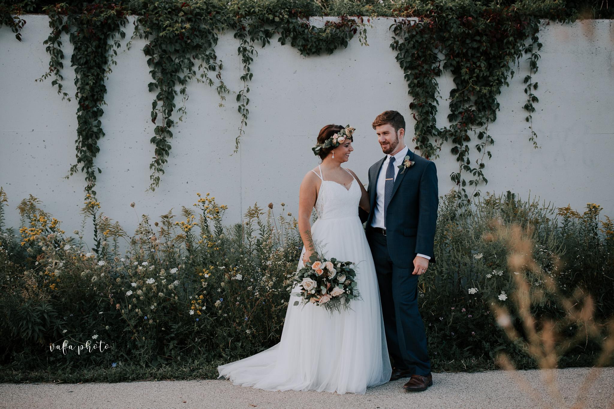 Milwaukee-Athletic-Club-Wedding-Amanda-Tony-Vafa-Photo-778.jpg