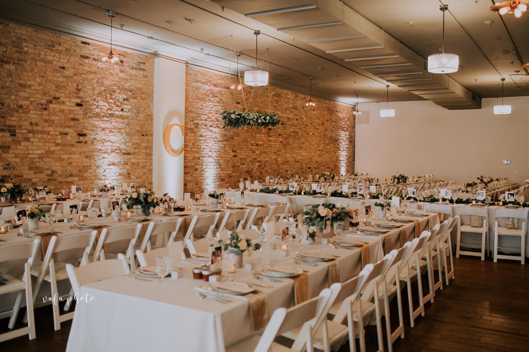 Milwaukee-Athletic-Club-Wedding-Amanda-Tony-Vafa-Photo-810.jpg