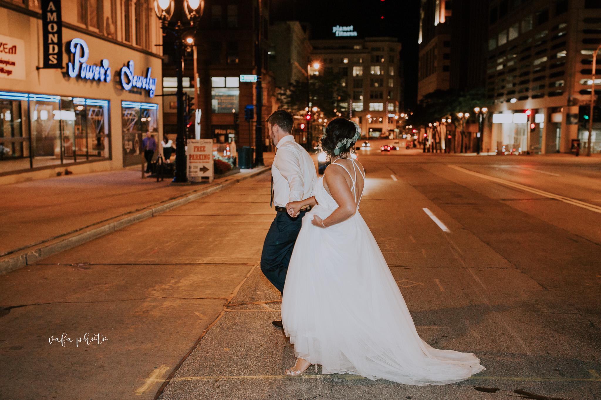 Milwaukee-Athletic-Club-Wedding-Amanda-Tony-Vafa-Photo-1094.jpg